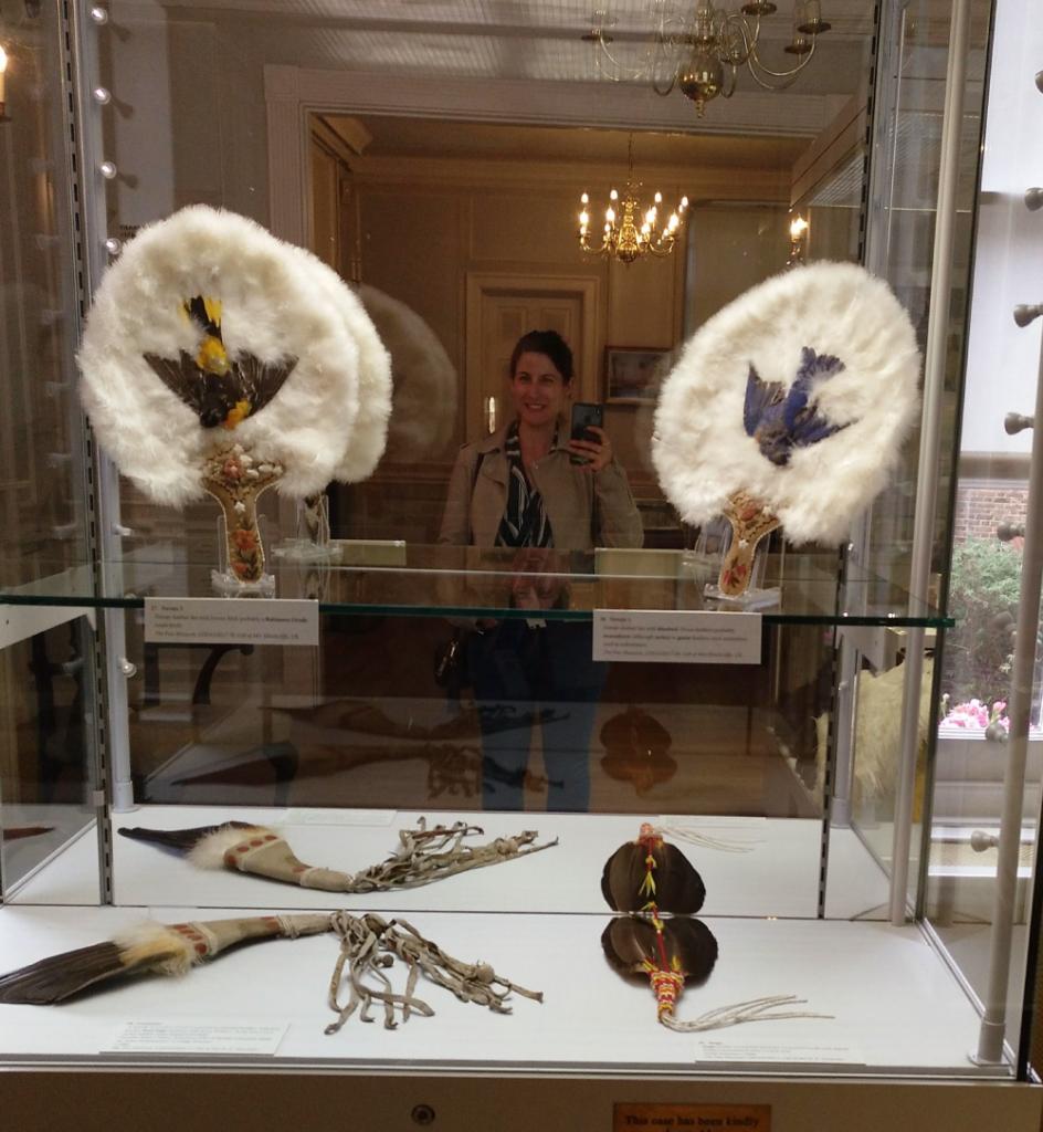 Mary Caves en el museo de los abanicos de Londres