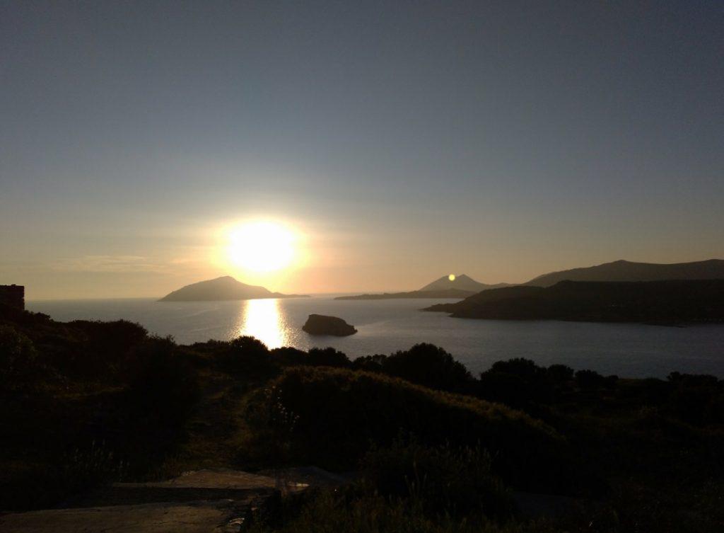 Inmensidad del Mar Egeo en atardecer en Cabo SUnion