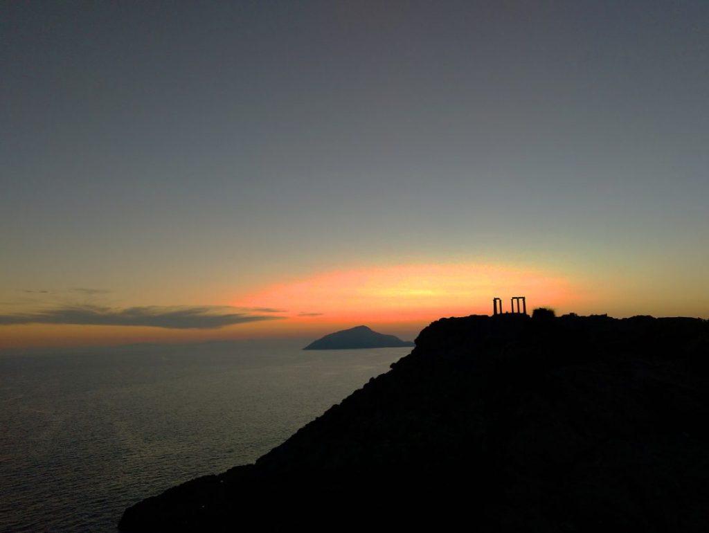 Crepúsculo en el cabo sunion grecia